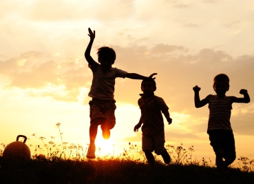 children-silhouette-field